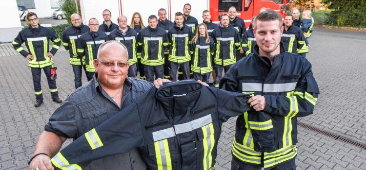 Neue Jacken für die Feuerwehr Bicken